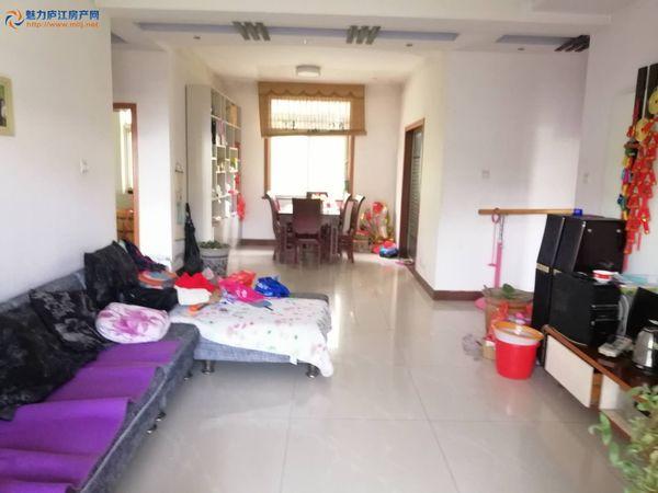 锦怡酒店附近,好楼层123平米现浇房,三室两厅两卫,精装,满五唯一,挂价69万