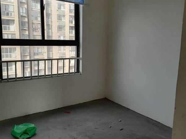 出租天润公馆3室2厅简装修,2张床,厨房卫生间装修,包物业费,有钥匙随时看房
