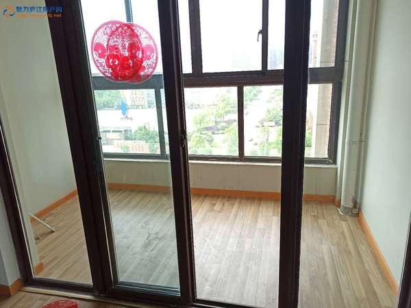 湖山壹品128平的洋房南北通透前后无遮挡采光视野好站在自家阳台就能观望实验中学