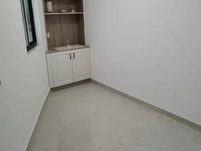 方圆荟中层偏上2室1厅精装房 1250一个月 拎包即住