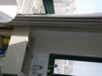 御龙湾采光通风楼层好,朝向南北,视野开阔,采光透亮13层,总价包含家具