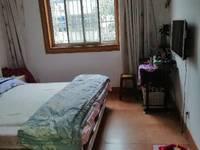 出租鲍井新村3室2厅自住装修两台空调,两台电视 租金14000壹年