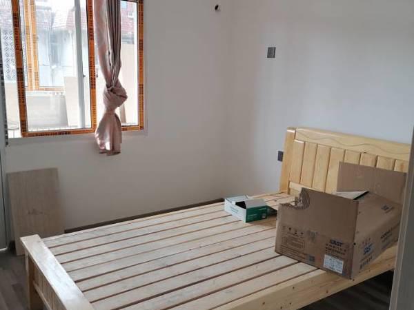 出租金港湾隔壁公路局4楼2室一厅拎包入住