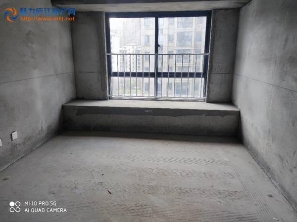 碧桂园二期毛坯三房加一厅朝南4室2厅144.7平售价120万
