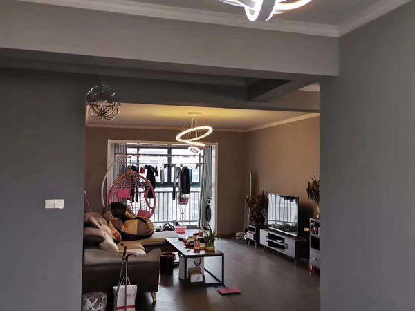 三中边上 滨河家园精装大三房 电梯好楼层 全品牌家具 装修如图