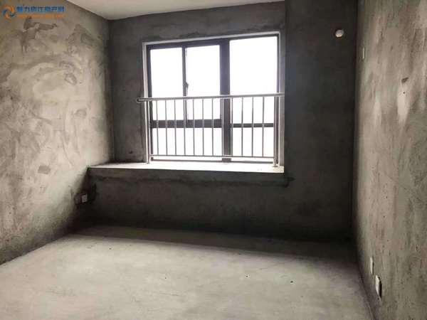 天润公馆 毛坯三房 电梯好楼层 户型方正 采光好 中上层 满二税少 急售