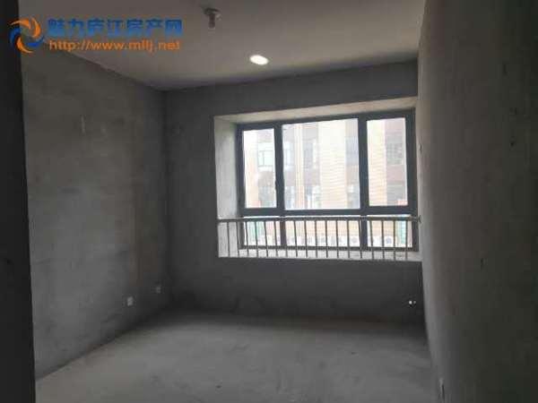 中心城毛坯小三房,好楼层位置佳全天采光,房东急售看中可谈