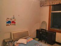出租六北巷 老搬运站 四楼三室一厅精装修,家电齐全。年租金1万