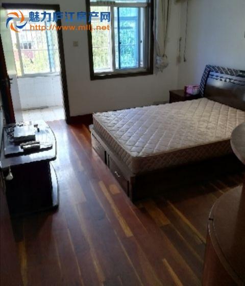 出租北苑小区三室一厅精装房、家电齐全。