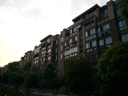 东方华庭精装三房,赠送阳光房和南北阳台,采光刺眼,满五税少