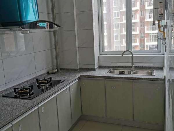 城西二期电梯三房出租,新装,家电家具期全拎包入住