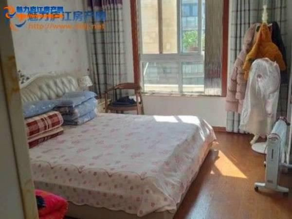 出售盛世莲花3室2厅1卫120平米96万住宅