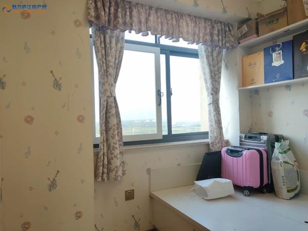 西城桂花苑精装三房,中上层边户,基本没有住过,看中可谈