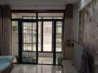 急租 中心城 电梯 精装两房 家电家具齐全 年租金 15500壹年有钥匙