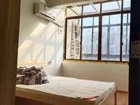 东方华庭 简装三室二厅 家具家电齐全首次出租拎包入住 14000一年包物业