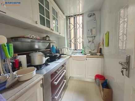 东方华庭精装修。三室两厅南北通透高档小区,低价出售