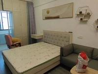 方圆荟 公寓一室一厅一卫自住精装修 家具家电齐全拎包入住 15000一年
